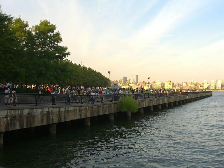 El Malecón Hudson River en Hoboken ofrece vistas de la isla de Manhattan