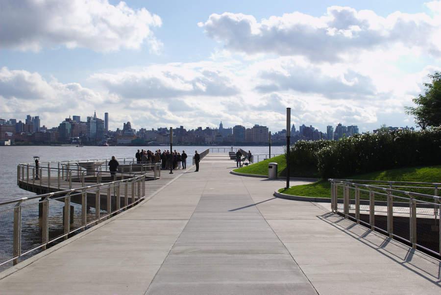 Malecón Hudson River en la ciudad de Hoboken, Nueva Jersey