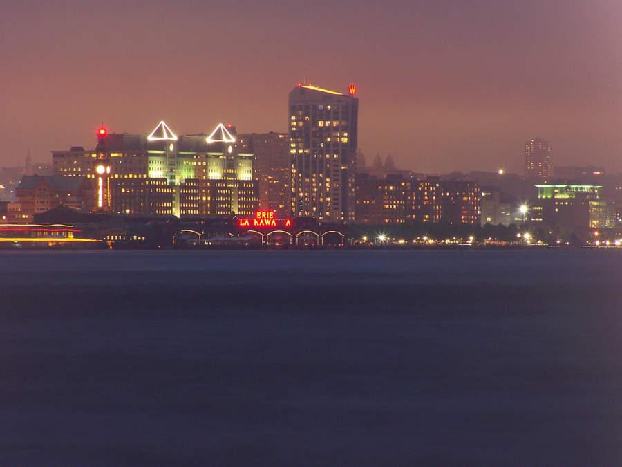 Vista de la ciudad de Hoboken, Nueva Jersey al anochecer