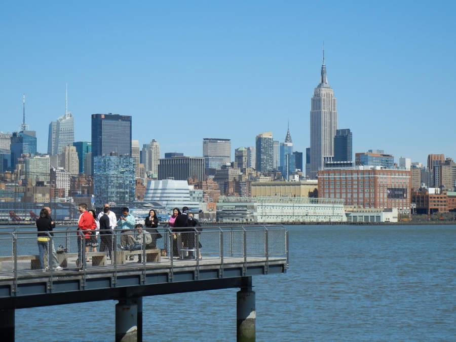 Vista de los edificios de Manhattan desde el malecón de la ciudad de Hoboken