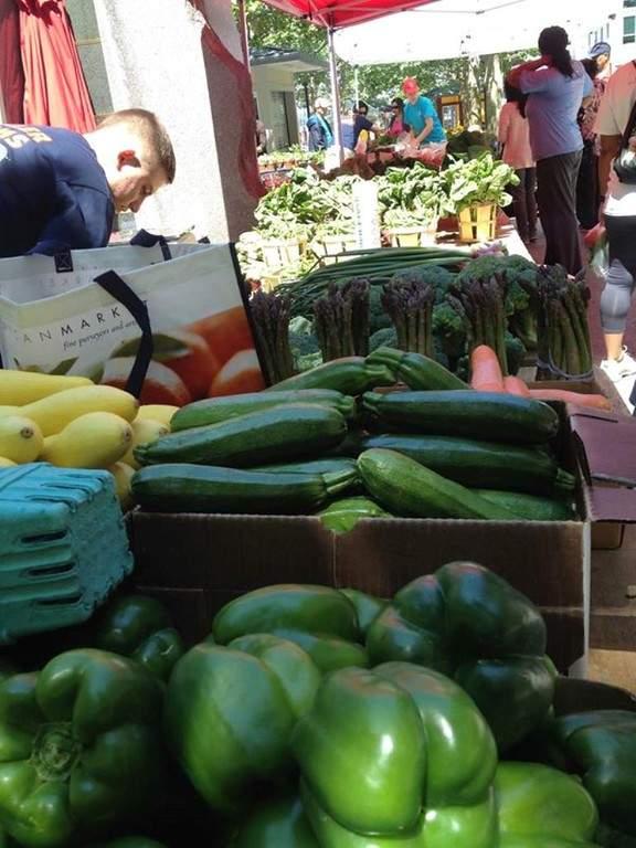 Productos a la venta en el mercado agrícola Miller Farms Farmers Market