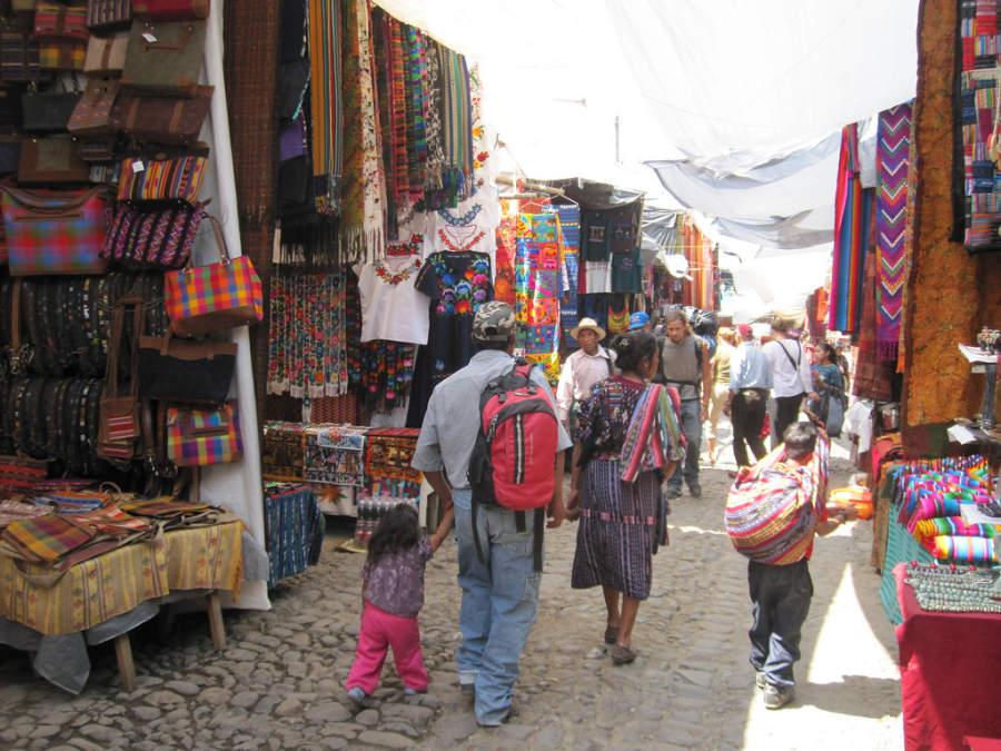 Pasea por las calles de Chichicastenango, Guatemala