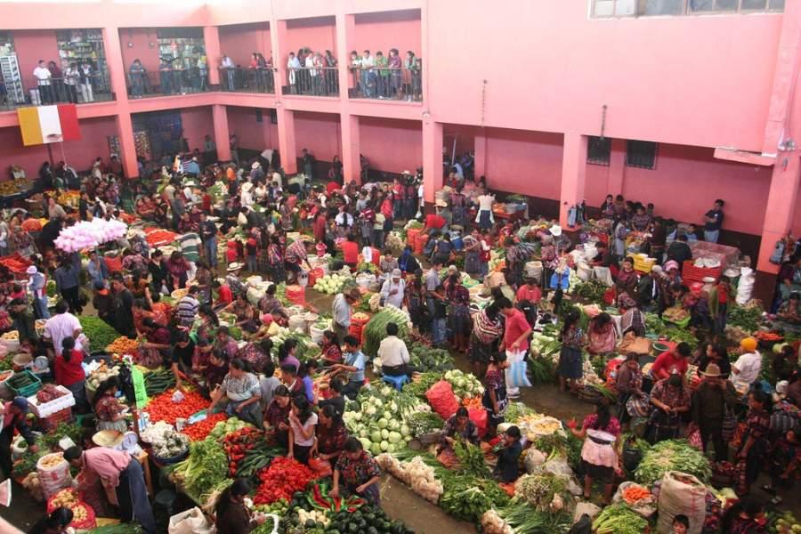 El mercado de Chichicastenango se pone los jueves y domingos