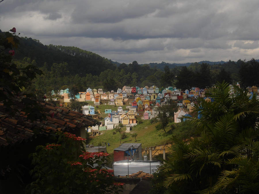 Colorido cementerio en Chichicastenango