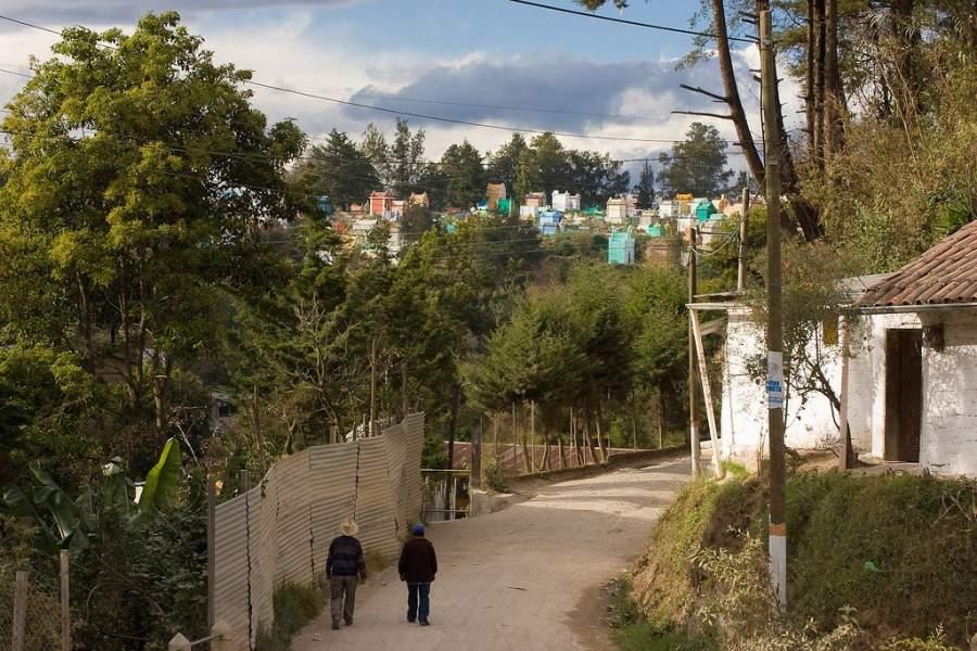 El cementerio de Chichicastenango combina la cultura maya con la tradición católica