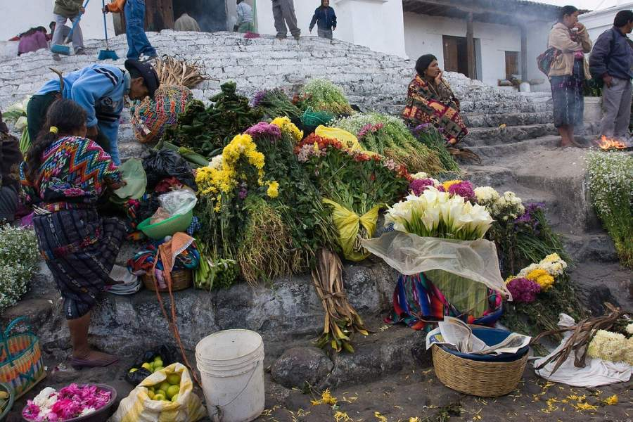 Encuentra todo tipo de hierbas en el mercado de Chichicastenango