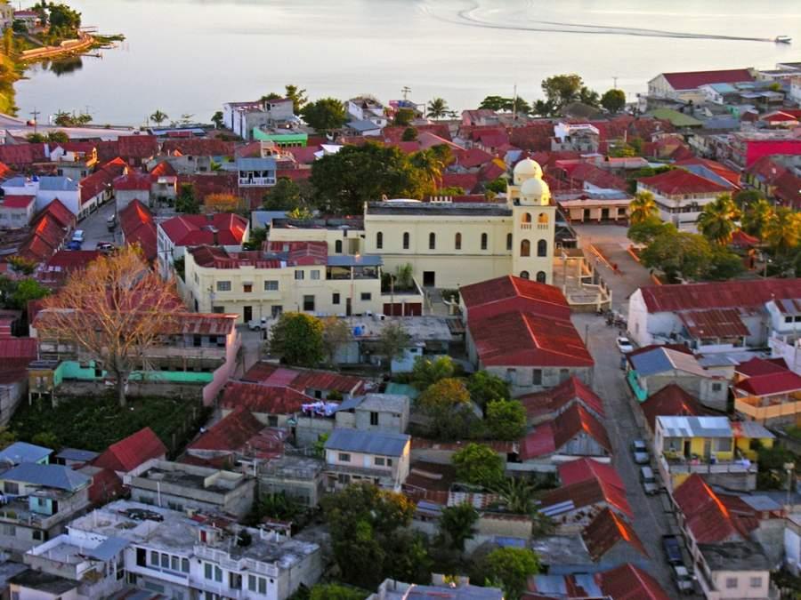 La ciudad de Flores tiene un estilo colonial