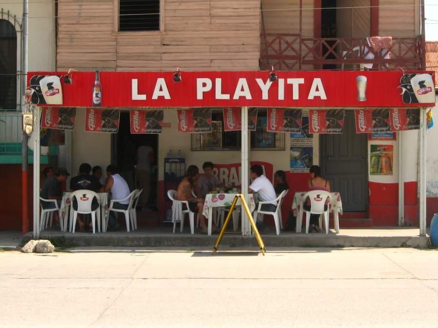 Disfruta de la comida regional en los restaurantes de la ciudad de Flores
