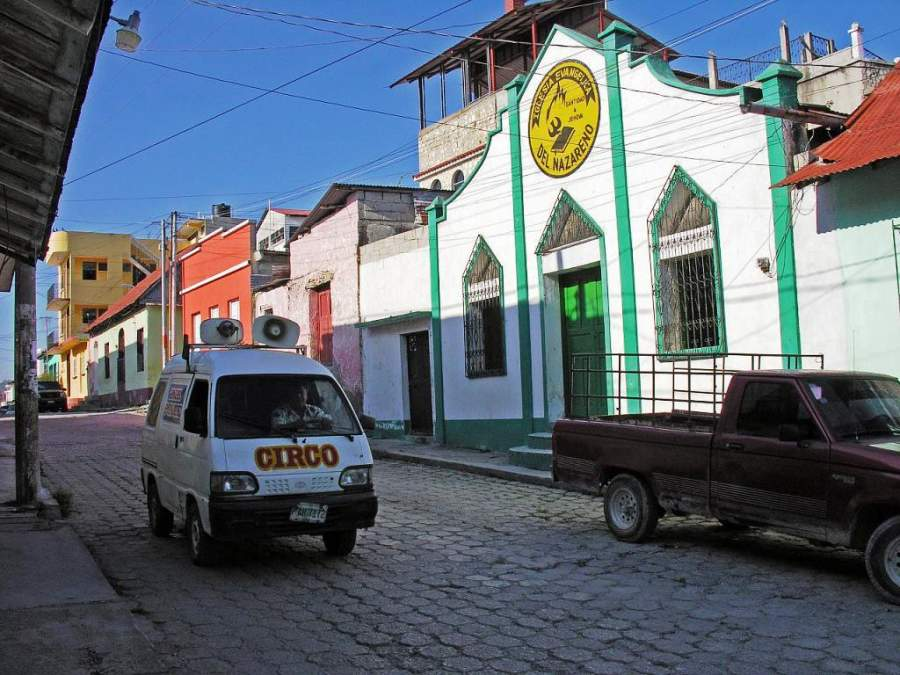 En la ciudad de Flores se destacan las calles empedradas