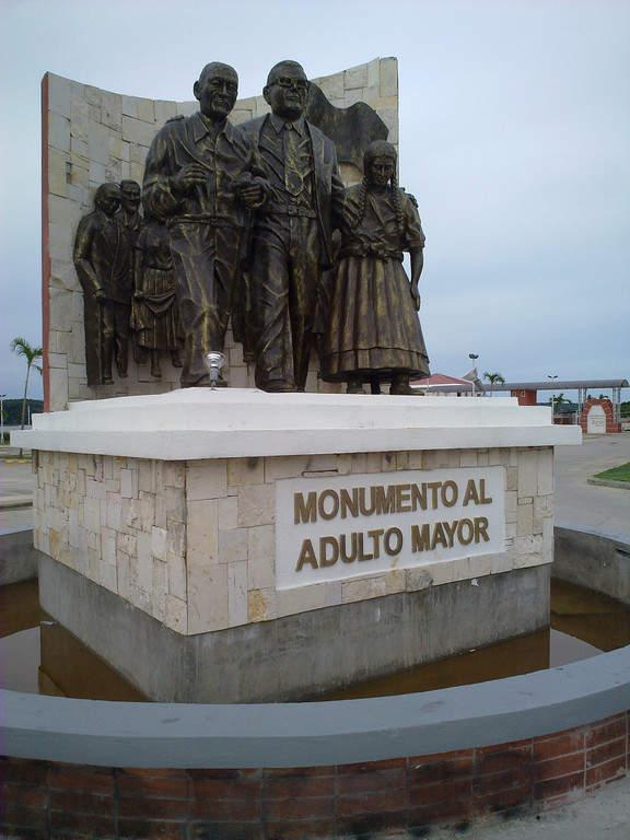 Monumento en la ciudad colonial de Flores