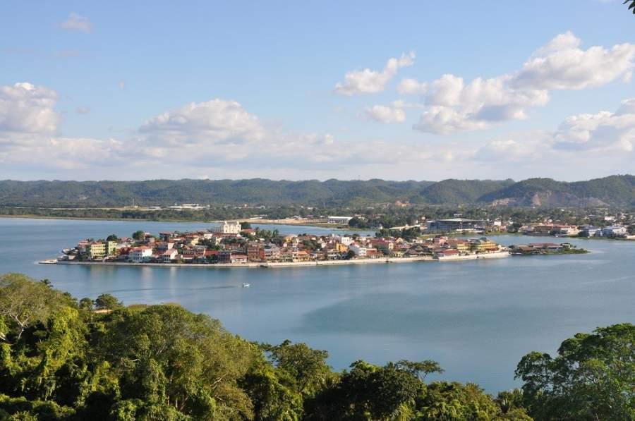 Santa Elena se localiza junto a la isla de Flores