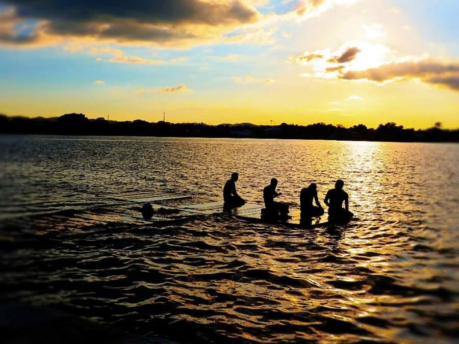 Atardecer sobre el lago Petén Itzá desde Santa Elena, Petén