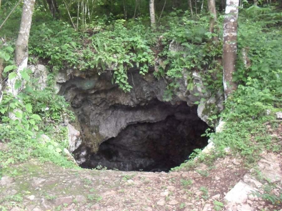 Entrada de las cuevas Actún Can