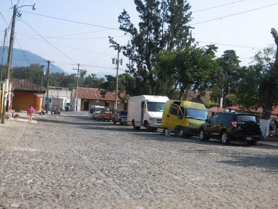 Calle empedrada en la aldea de San Pedro Las Huertas