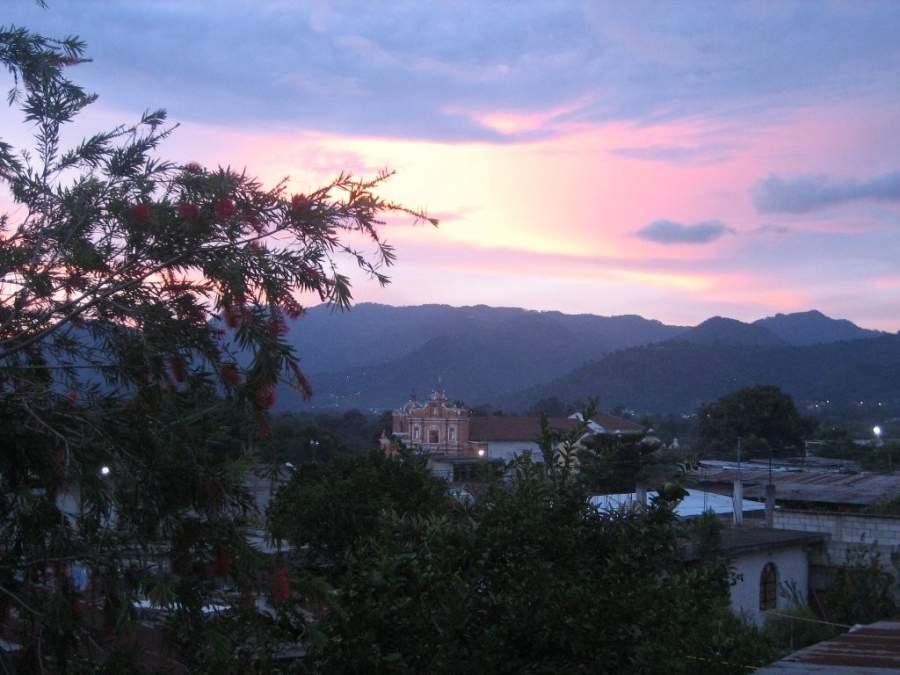 Admira el atardecer en San Pedro Las Huertas, Guatemala