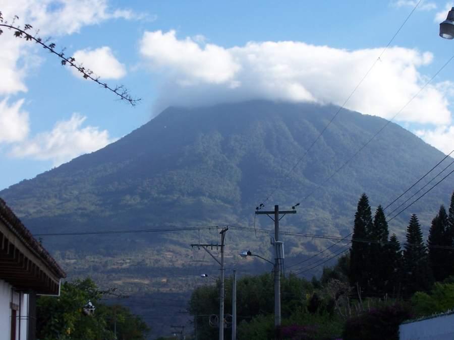 San Pedro Las Huertas se ubica en las cercanías del Volcán de Agua
