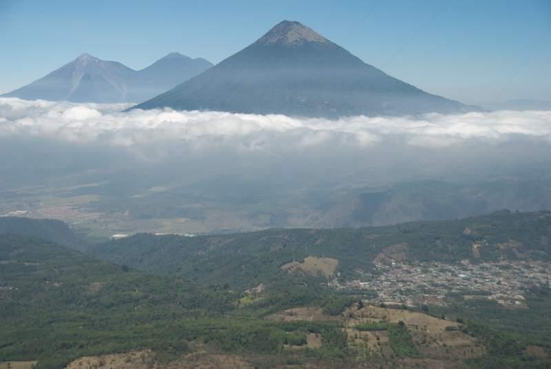 Los volcanes de Acatenango, de Fuego y de Agua