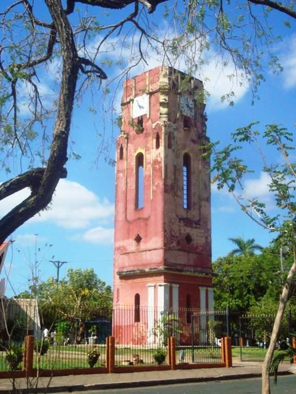 Campanario de la iglesia de la ciudad de Santa Cruz