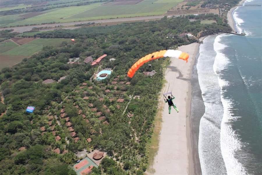 En la playa de Montelimar se pueden practicar diversos deportes extremos