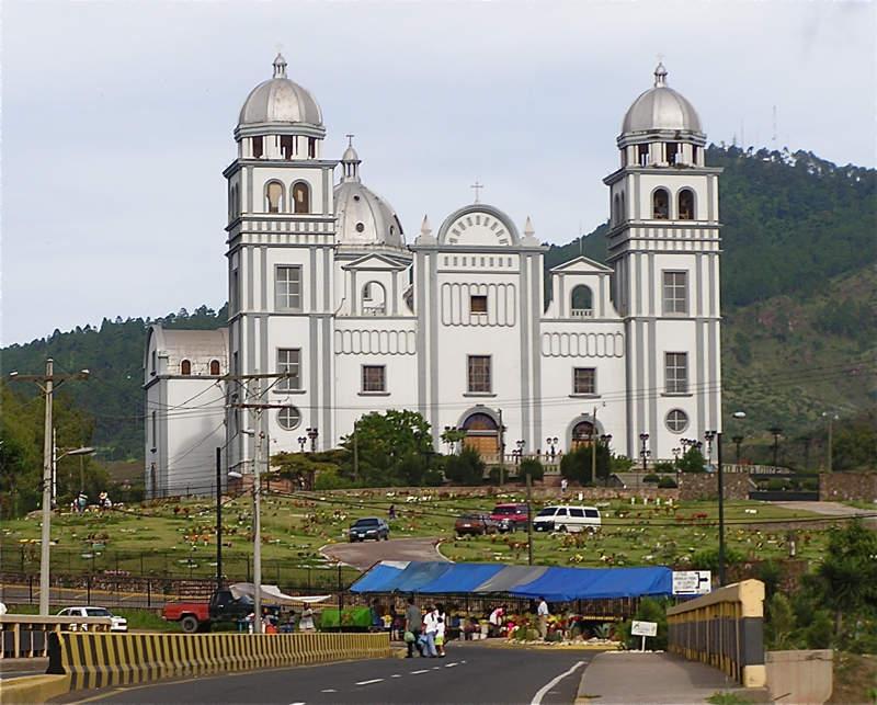 La Basílica de Suyapa en Tegucigalpa tiene un estilo gótico