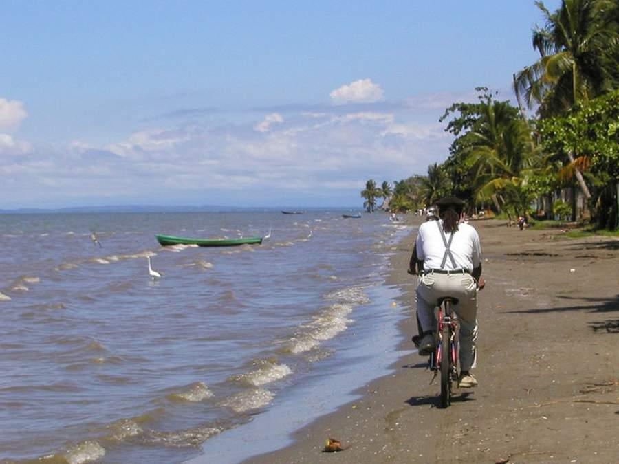 Una de las playas de Livingston, Guatemala