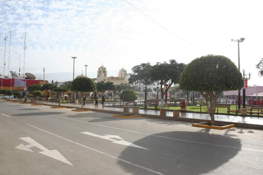 Avenida en la ciudad de Nazca, Perú