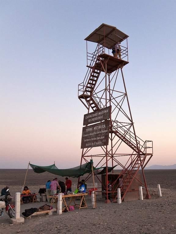 Sube a una de las torres para poder observar las Líneas de Nazca