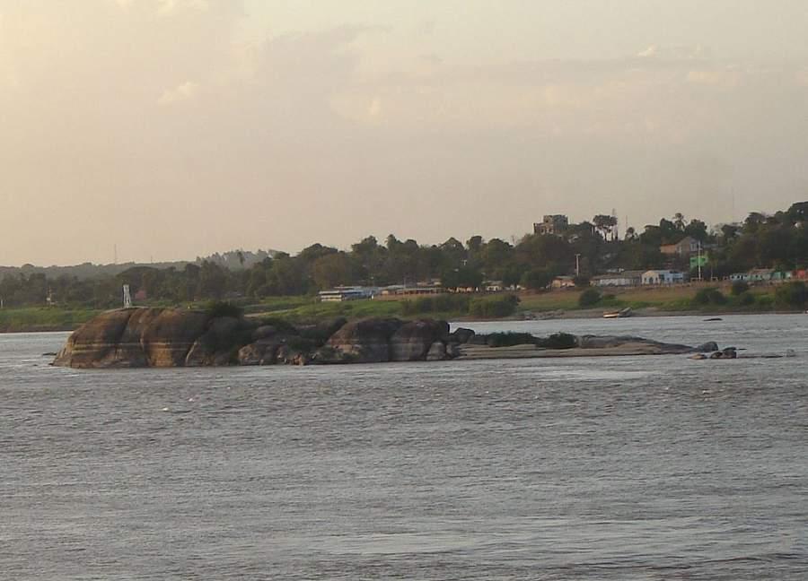 La Piedra del Medio se ubica en el río Orinoco