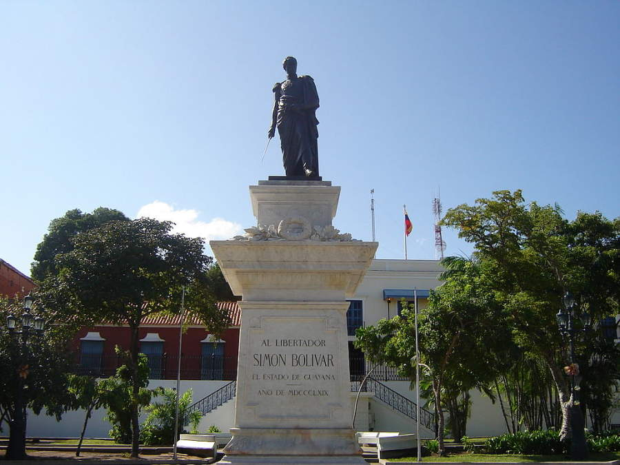 Estatua de Simón Bolívar en Plaza Bolívar