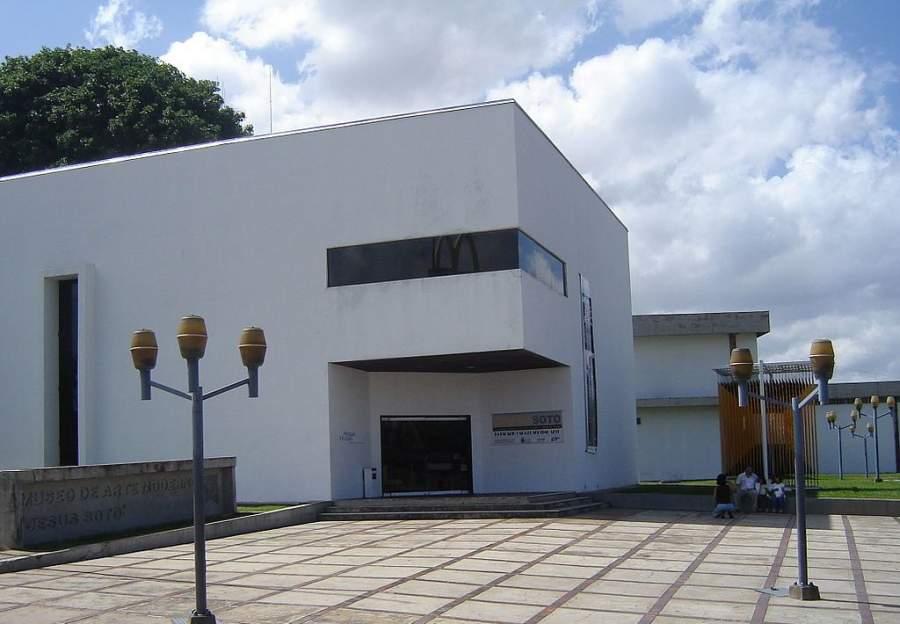 Fachada del Museo de Arte Moderno Jesús Soto en Ciudad Bolívar