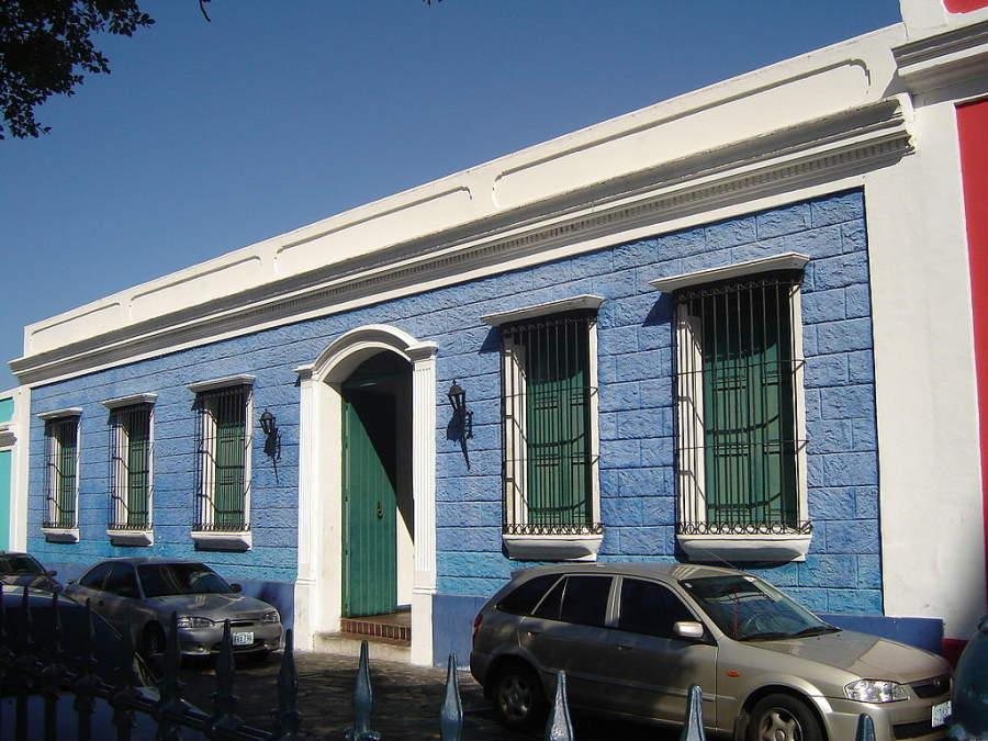 Fachada del Museo Piar en el centro histórico de Ciudad Bolívar
