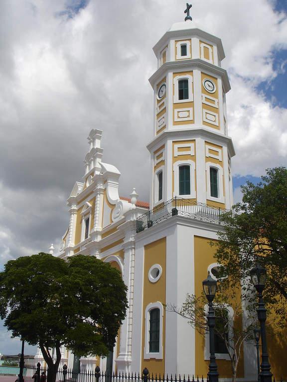 Vista exterior de la Catedral de Ciudad Bolívar
