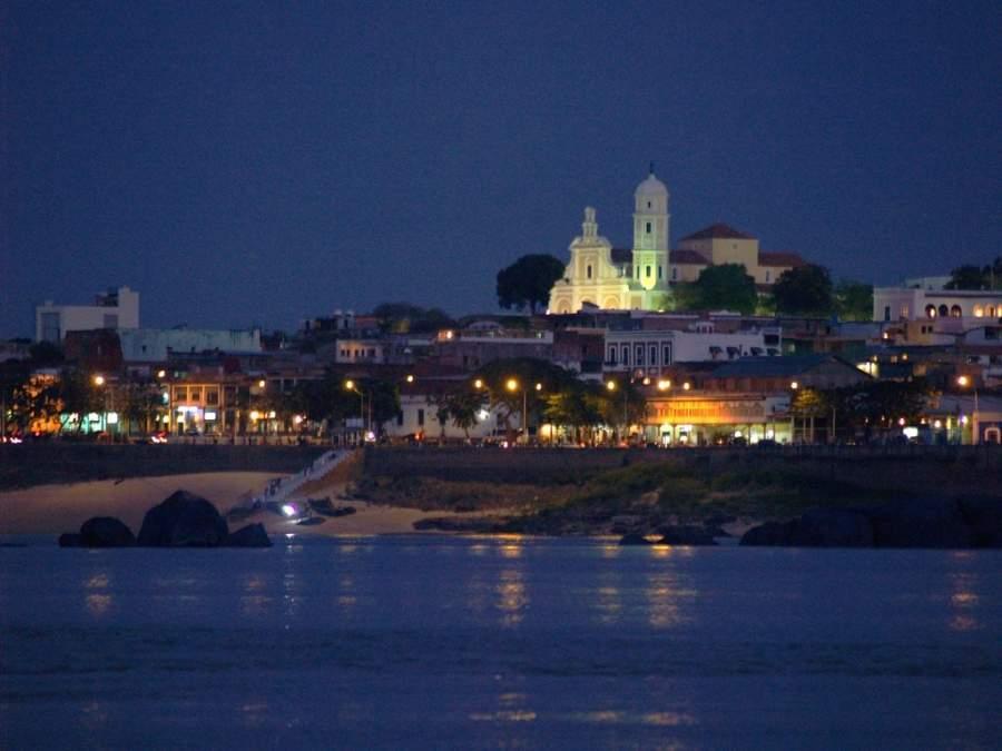 Vista nocturna de Ciudad Bolívar