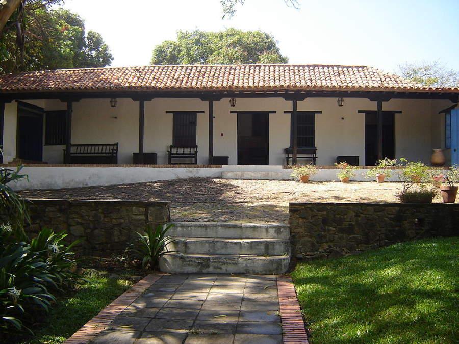 La Casa San Isidro es famosa por ser donde Simón Bolívar preparó el Discurso de Angostura