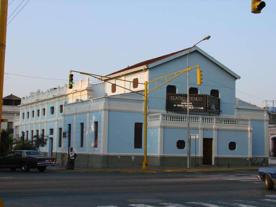 Vista exterior del Teatro Ateneo en Maracay