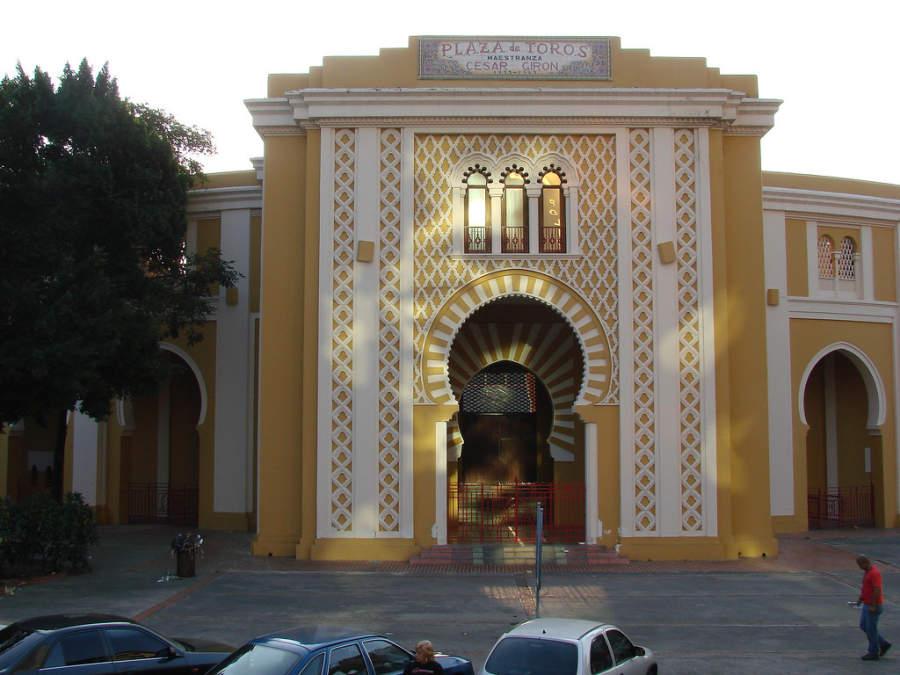Vista exterior de la Plaza de Toros Mestranza César Girón en Maracay
