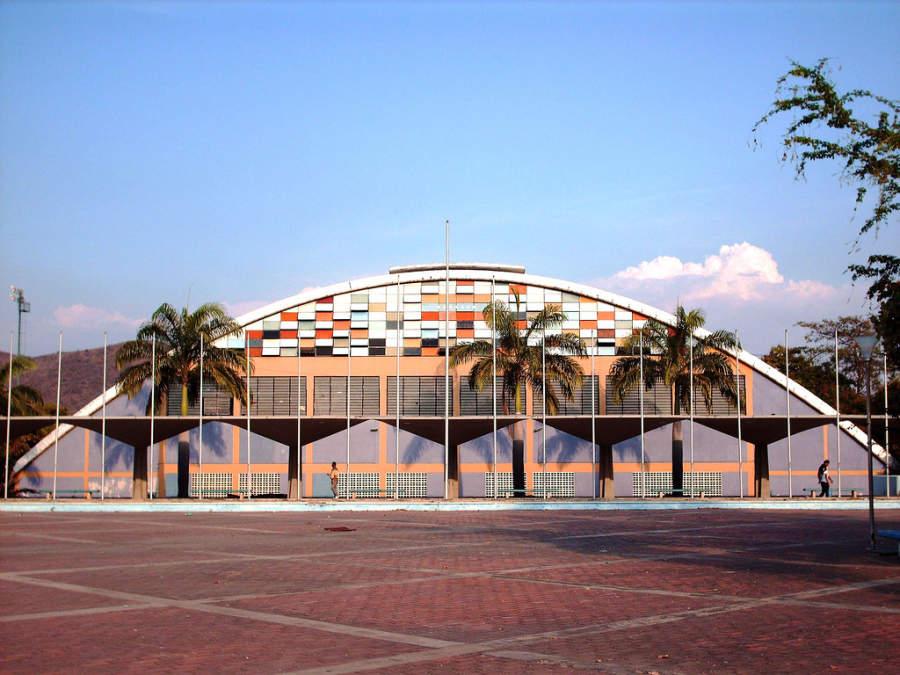 Vista exterior del Complejo Polideportivo Las Delicias en Maracay