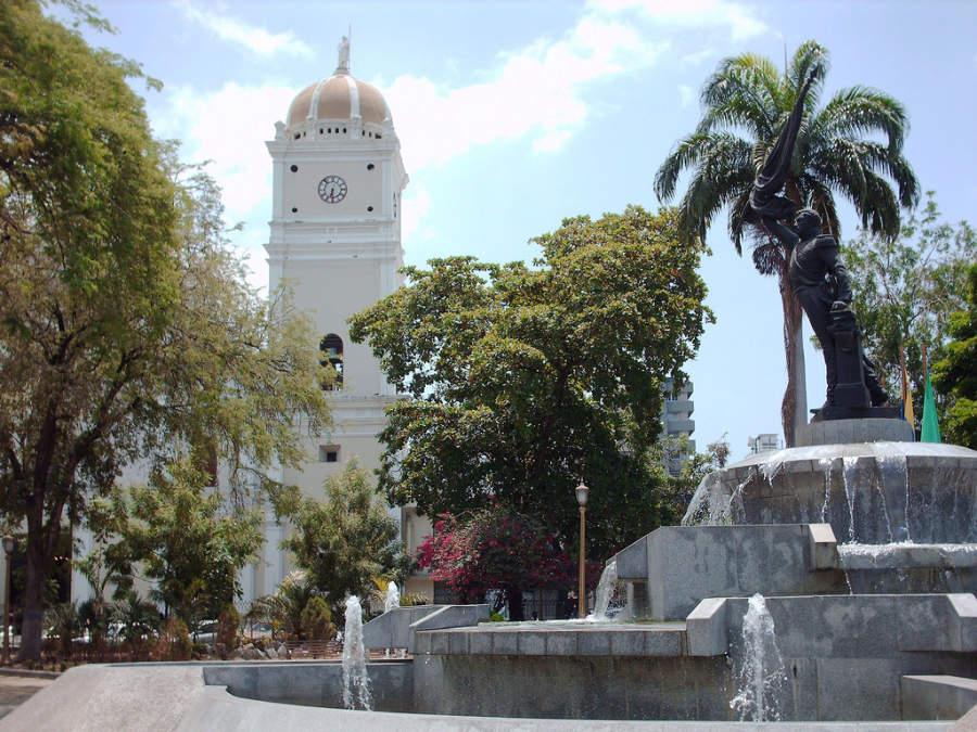 Plaza Girardot en el centro histórico de Maracay