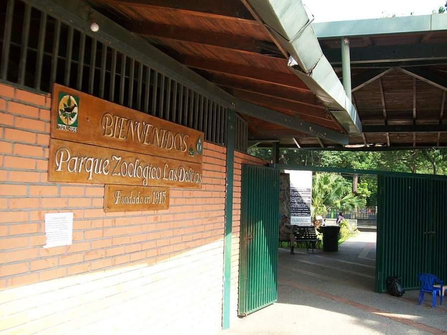 Entrada principal del Parque Zoológico Las Delicias en Maracay