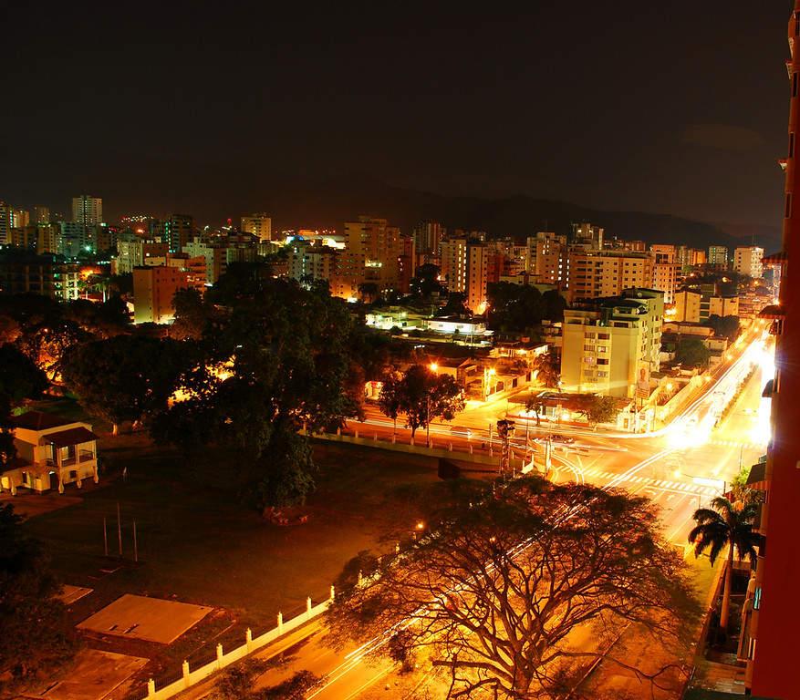 Vista nocturna de la ciudad de Maracay