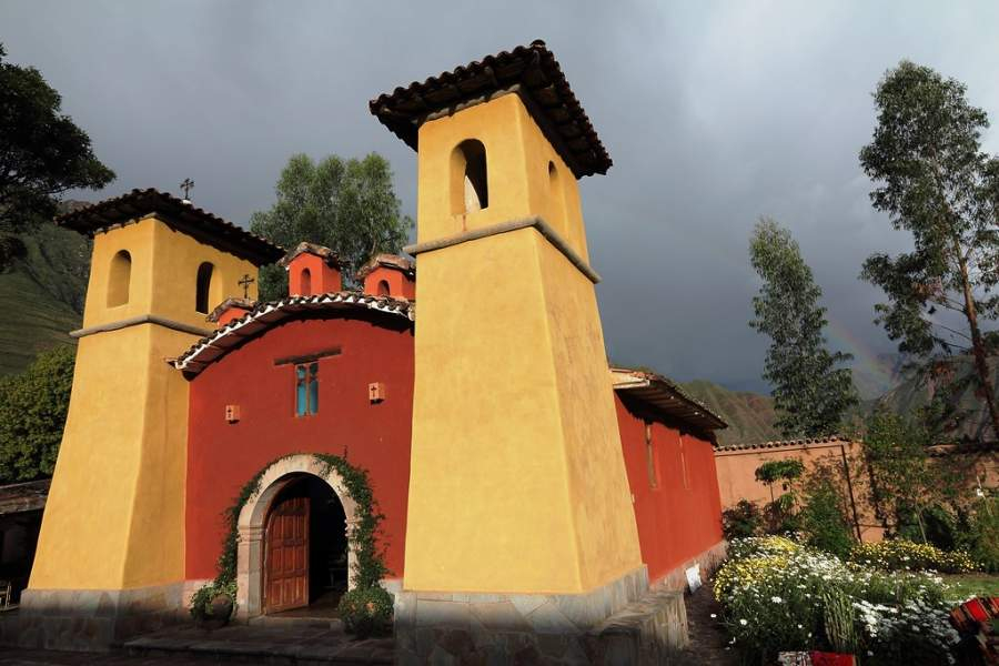 Iglesia de Santiago Apóstol cerca de la ciudad de Urubamba