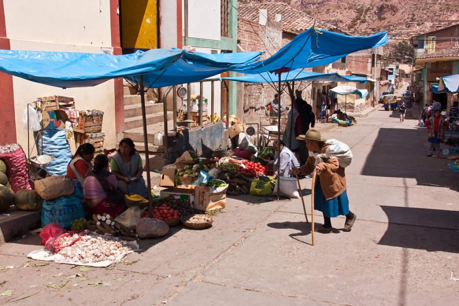 Mercado en el centro de la ciudad de Urubamba