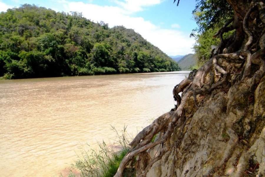 El río Tumbes desemboca en el mar de Perú