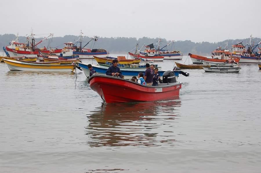 Pescadores en la Caleta La Cruz en Tumbes