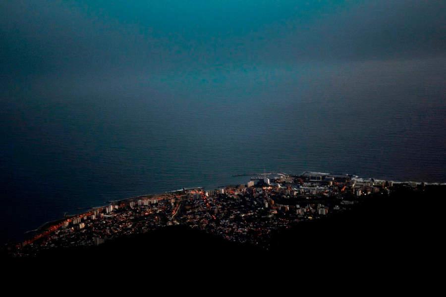 Vista nocturna de la ciudad de La Guaira, Venezuela