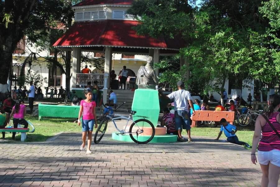 El Parque Simón Bolivar se ubica en el centro de Bocas del Toro