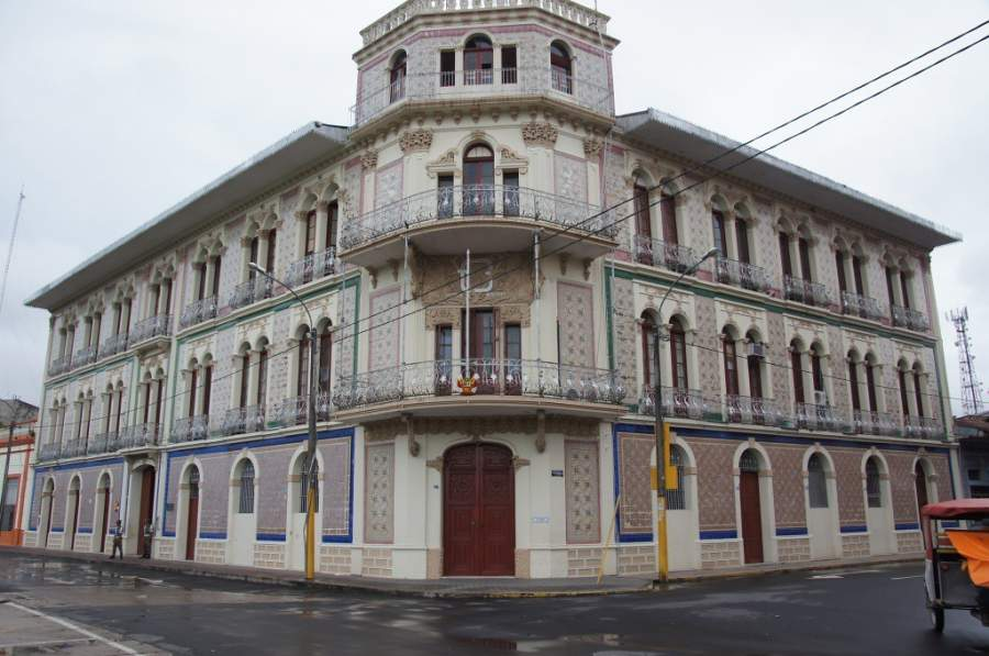 Vista exterior del edificio de la Municipalidad de Iquitos