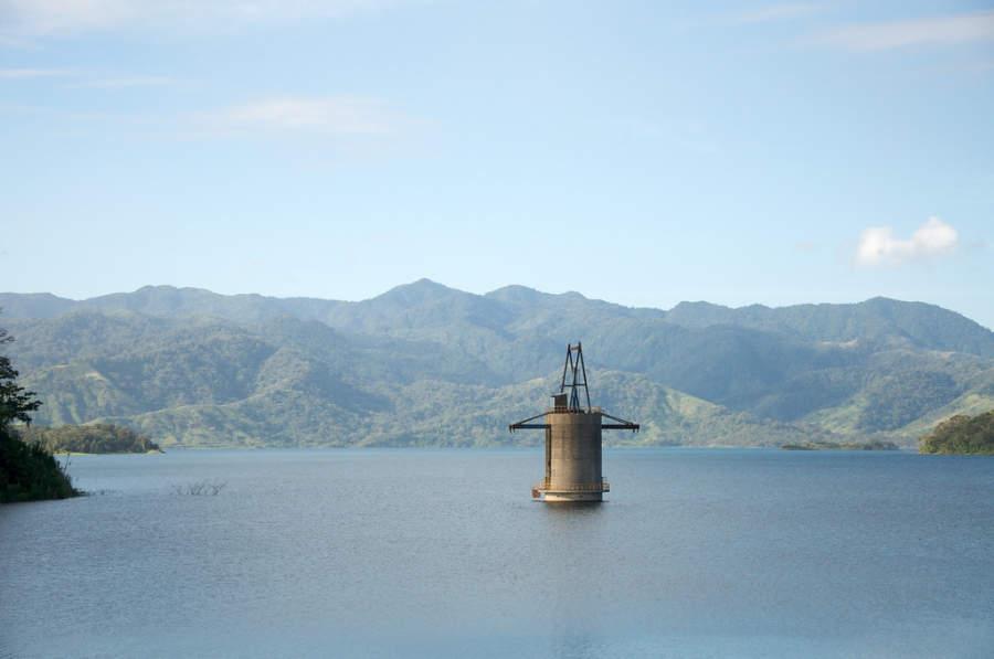 El lago Arenal se considera uno de los mejores sitios del mundo para hacer windsurf