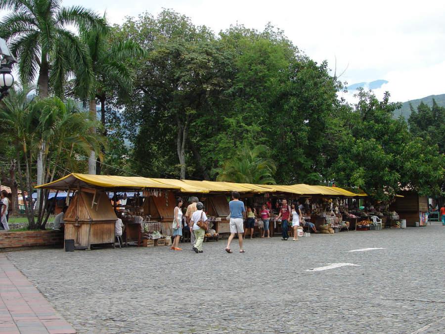 Visita uno de los mercados en Santa Fe de Antioquia
