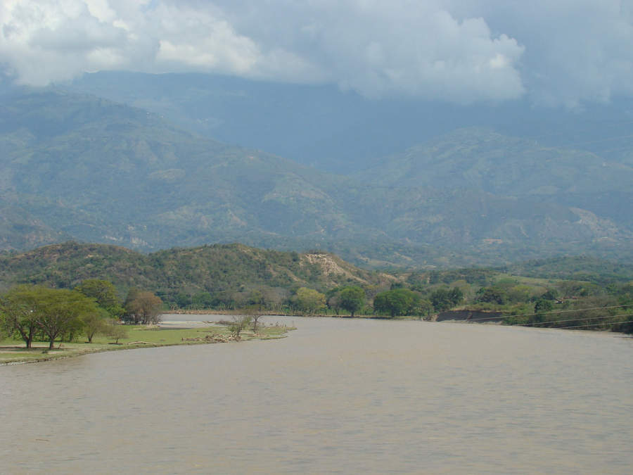 Río Cauca en los alrededores de Santa Fe de Antioquia